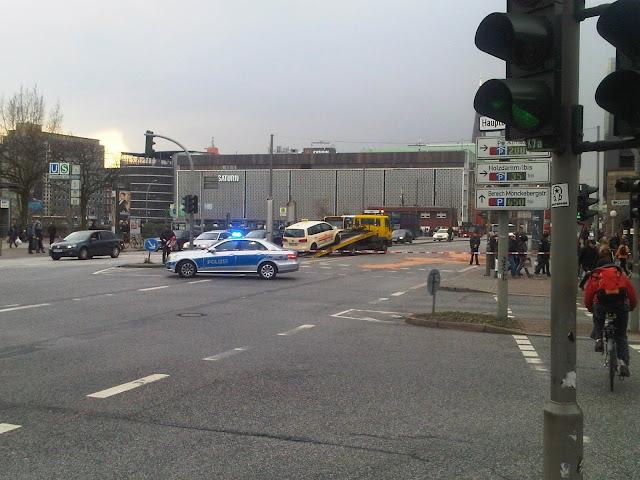 Unfall Hauptbahnhof Hamburg mit Taxi
