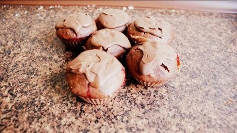 http://www.brulionspadochroniarza.pl/2014/06/muffinki-czekoladowe-z-kefirem-i.html