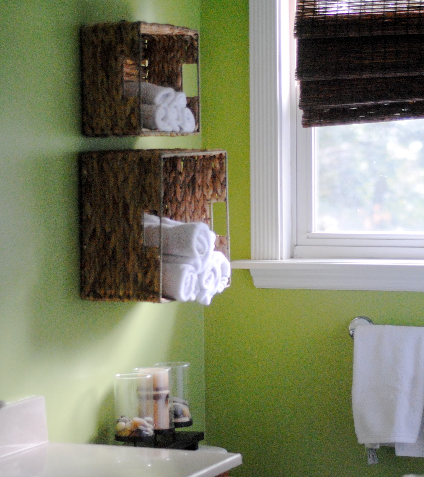 Bathroom storage for towels - Easy Bathroom Towel Storage Idea