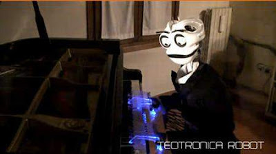 Robot ini Sangat profesional dalam Memainkan sebuah Piano