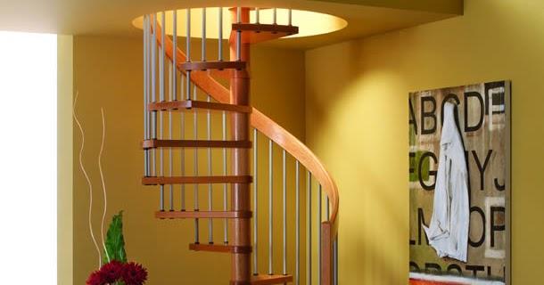 Salas con escalera de caracol ideas para decorar for Decorar escalera caracol
