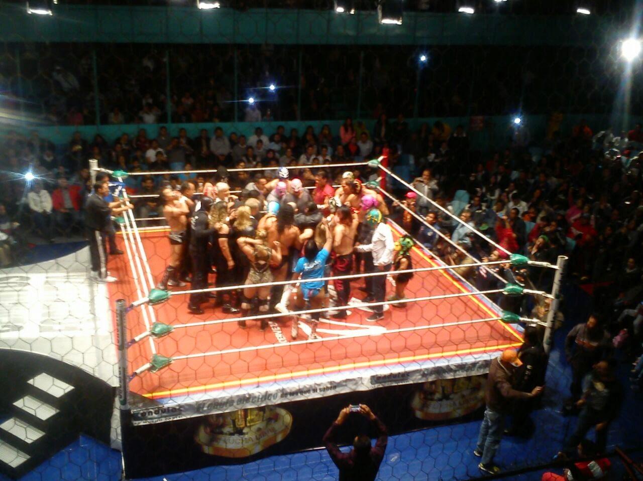 Emotiva despedida al Perrito en la Arena Puebla