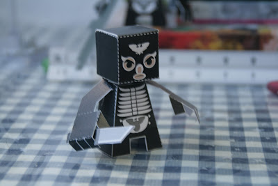 Shocker+Combatant+Papercraft+(1).JPG
