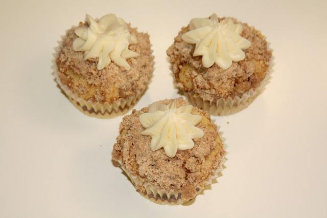Simply Yummy Desserts: Cinnamon Streusel Coffee Cake Cupcakes
