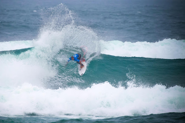 2 Caio Ibelli BRA Allianz Billabong Pro Cascais Foto WSL Laurent Masurel