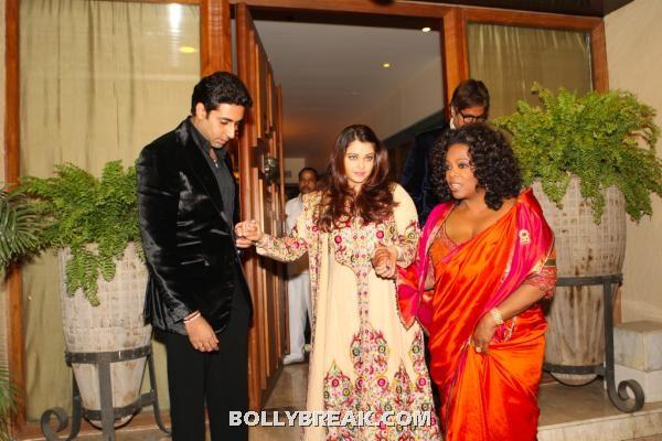 Oprah in orange saree with aishwarya rai - Oprah leaving amitabh's house with abhishek bachan,aishwarya rai