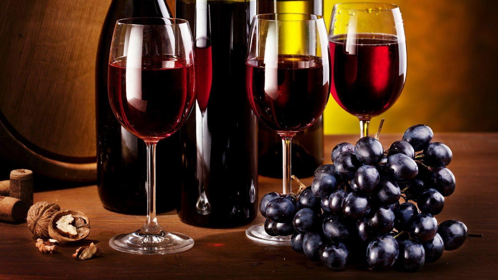 Vino Tinto Y Uvas   Grapes And Wine