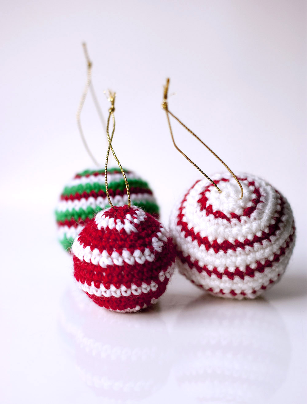 Free Crochet Pattern Christmas Bauble : Sofia Sobeide: Crocheted Christmas Ornaments Baubles ...