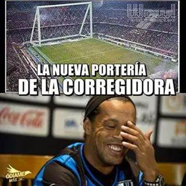 Ronaldinho debuta fallando un penal