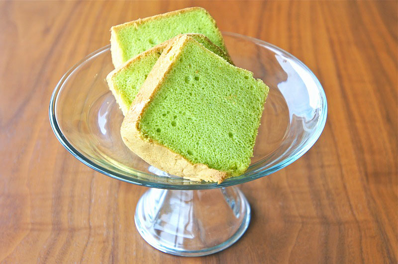 Seasaltwithfood pandan chiffon cake this is a fantastic chiffon cake recipe from keiko ishidas baking book the cake is very light and cottony soft just how a perfect chiffon cake should be forumfinder Choice Image