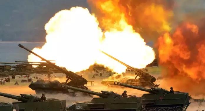Νέα επίδειξη ισχύος από Κιμ Γιονγκ Ουν: «Προσομοίωση πολέμου» με χιλιάδες άρματα μάχης – Ανεβαίνει το θερμόμετρο στην περιοχή