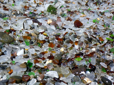 شاطىء الزجاج Glass-Beach-Glass.jp