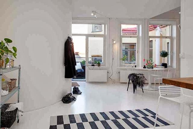 Widok ze strony kuchni na salon