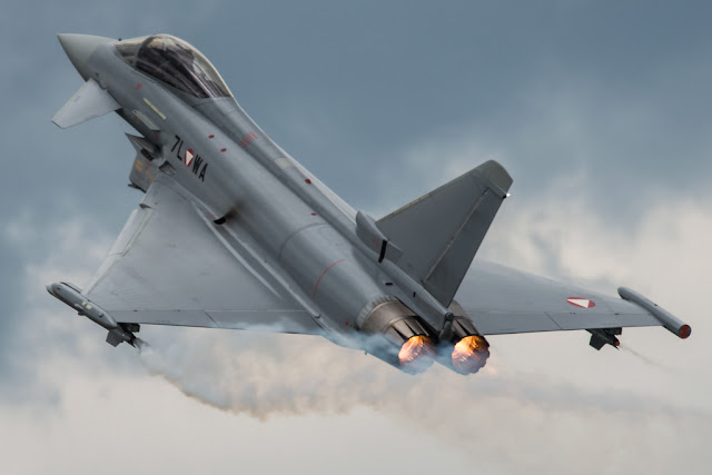 Eurofighter Typhoon vapor trail