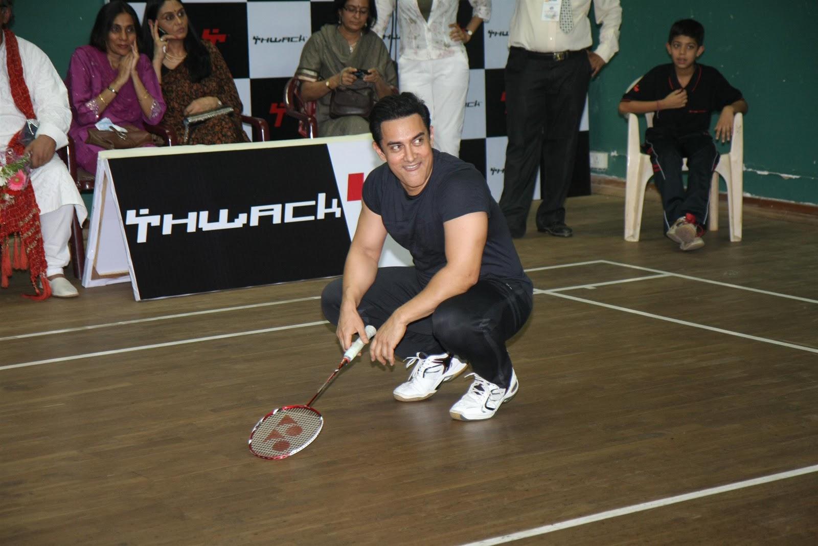 http://3.bp.blogspot.com/-NYuDMp_JjM4/TutwNH3sqxI/AAAAAAAAE_g/R6qkiN8Mxto/s1600/Aamir-Khan-Saina-Nehwal-at-exhibition-match-10.JPG