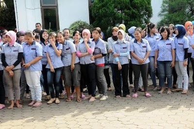 Gabungan Buruh Dua Perusahaan Berdemo di Kantor Pemerintah Kota Bekasi