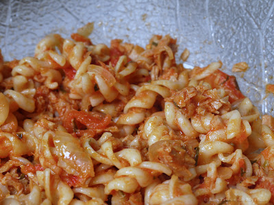 Les pâtes au thon et aux tomates de Jamie Oliver (voir la recette)