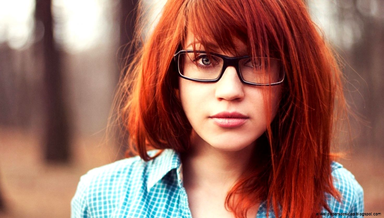 Download Wallpaper 1600x900 Girl Redhead Glasses Autumn Mood