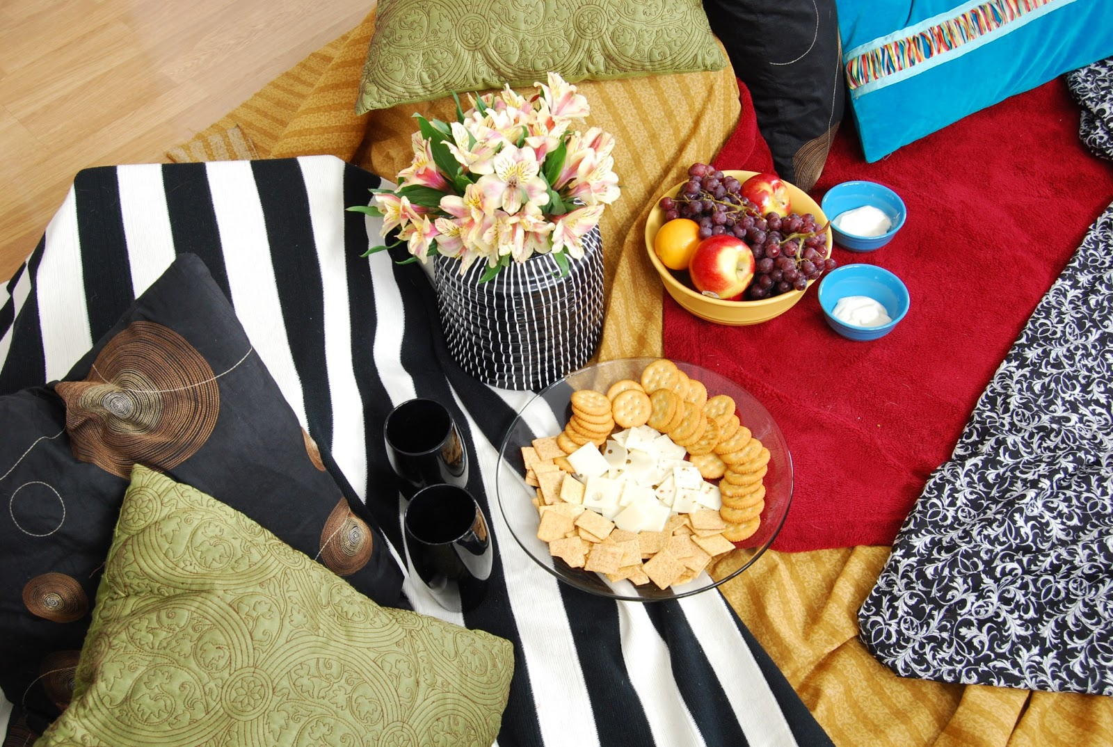 romantic indoor picnic for two girl loves glam. Black Bedroom Furniture Sets. Home Design Ideas