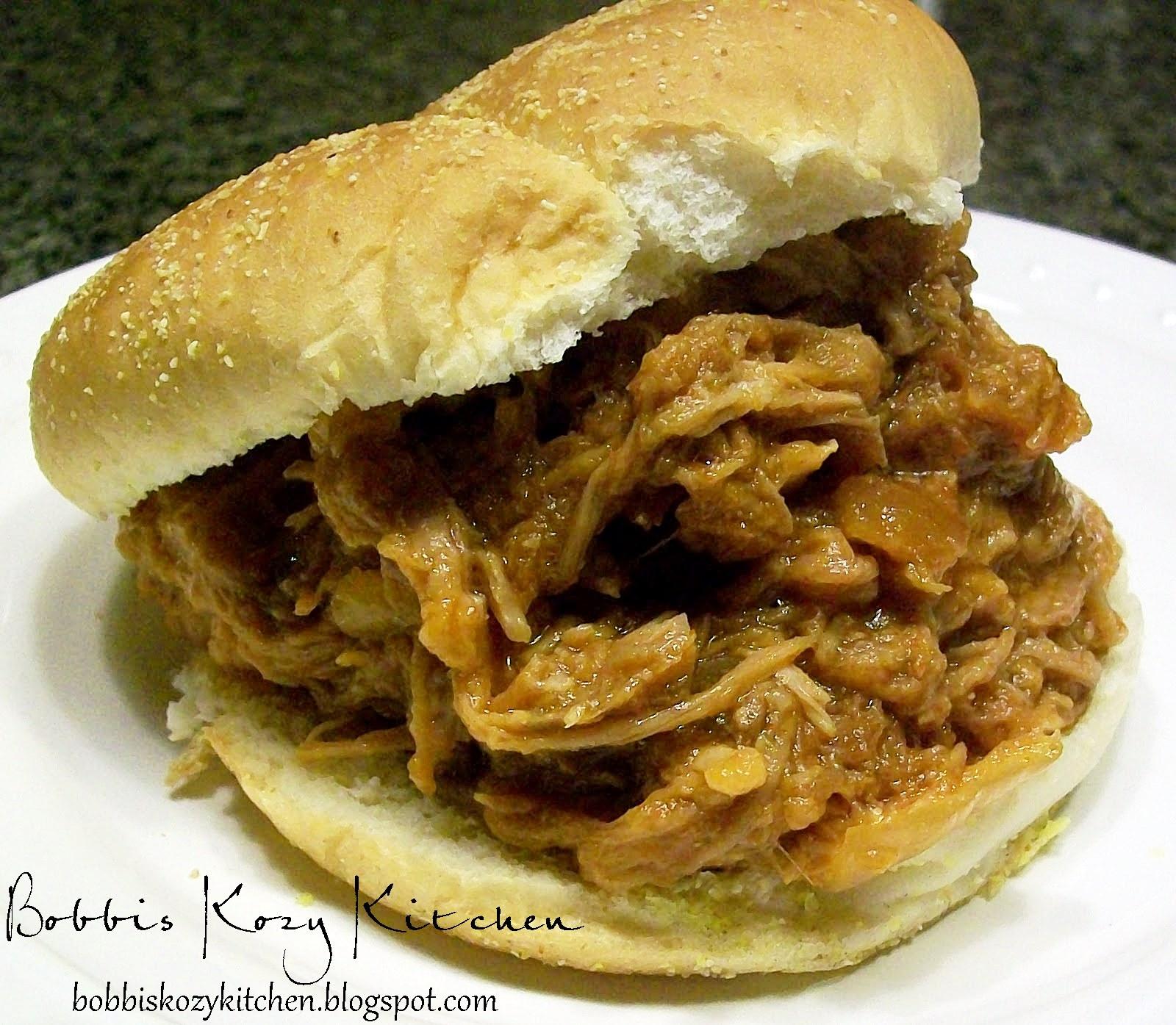 slow+cooker+pulled+pork+sammies.JPG