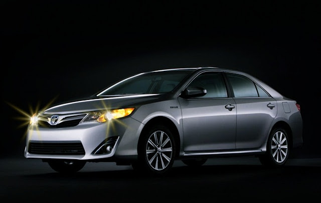 2012 Toyota Camry XLE Hybrid Review
