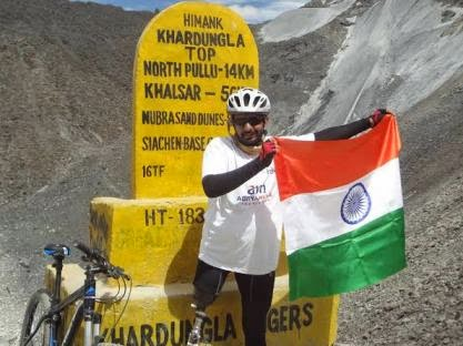 Para cyclist completes the ardous ride from Manali to Khardunga La