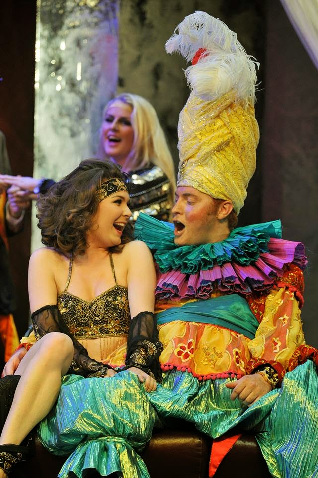 Kelly Mathieson and Timothy Nelson in Rossini's La gazzetta at the Royal College of Music