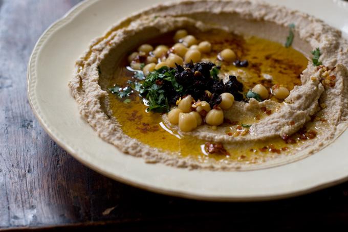 Hummus en fuego lento