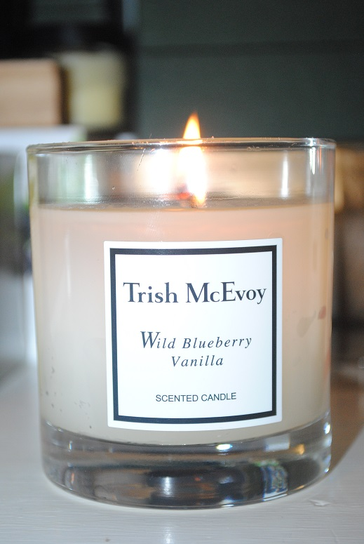 trish-mcevoy-wild-blueberry-vanilla-candle-review