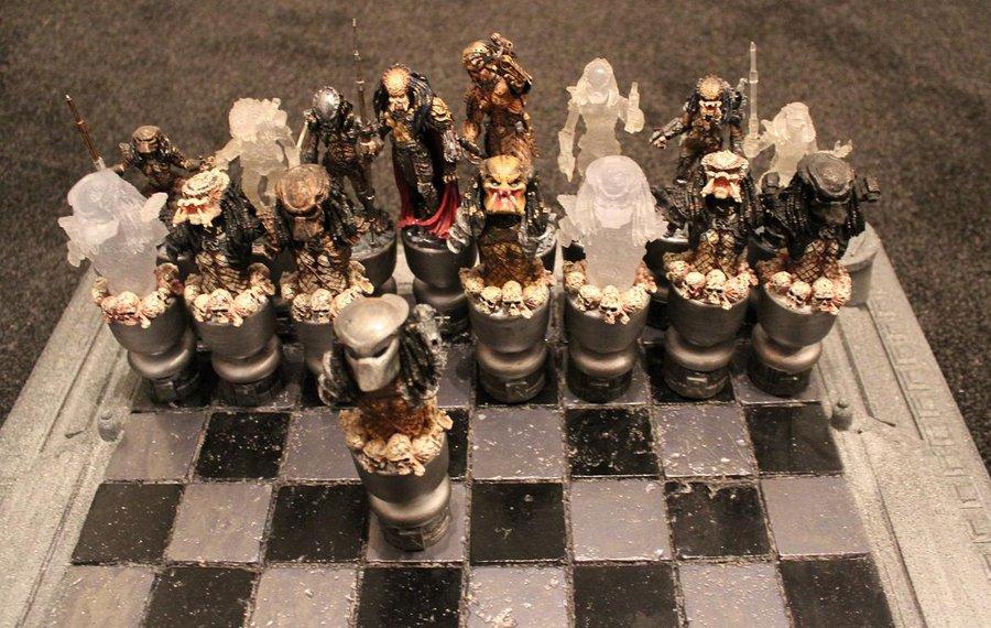 15 Picture Of Alien Vs Predator Chess Set