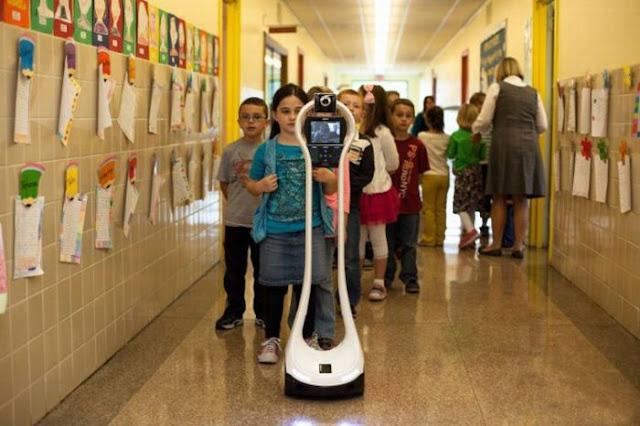 Peralatan Robotik yang mewakili Devon Carrow Saat Sekolah