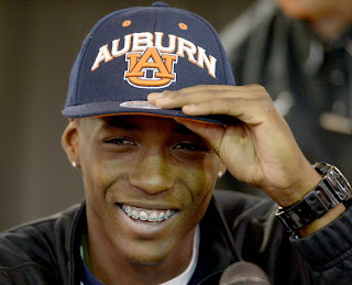 Auburn adds four-star CB prospect John Broussard to its 2016 recruiting class.
