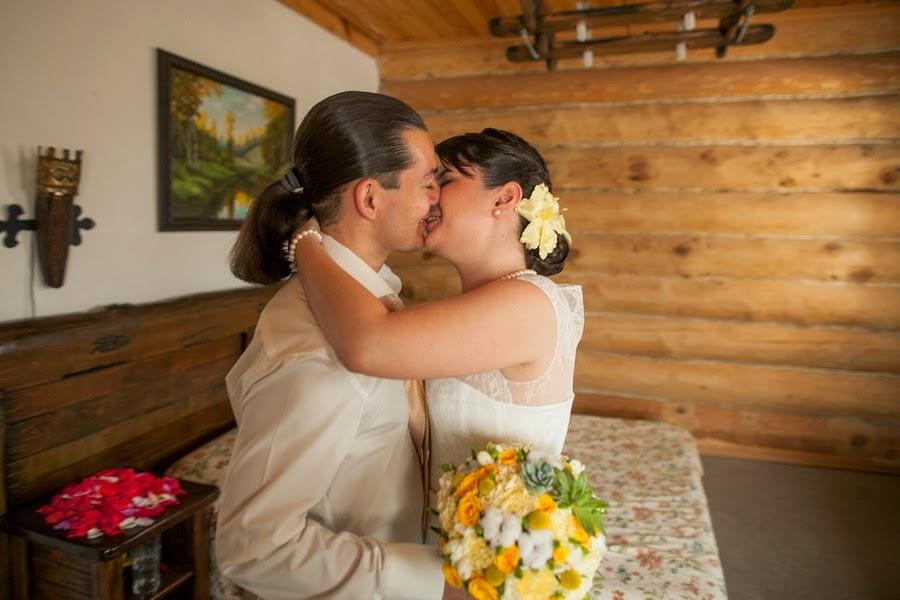 Жених и невеста впервые видят друг друга в свадебный день