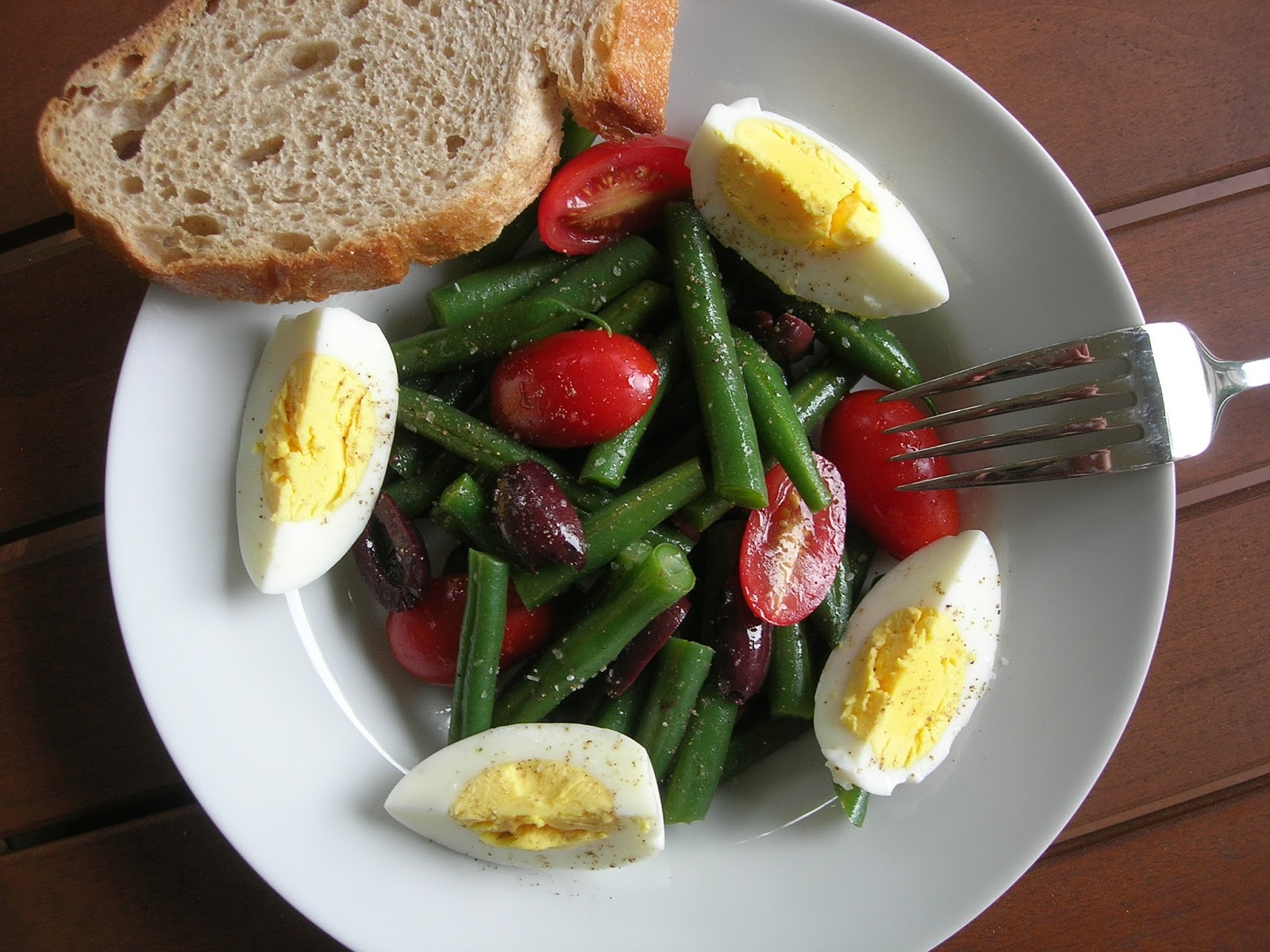 my little bungalow green bean tomato olive and egg salad. Black Bedroom Furniture Sets. Home Design Ideas