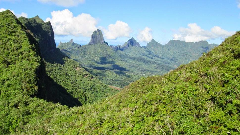 Moorea, une île montagneuse à la silhouette découpée