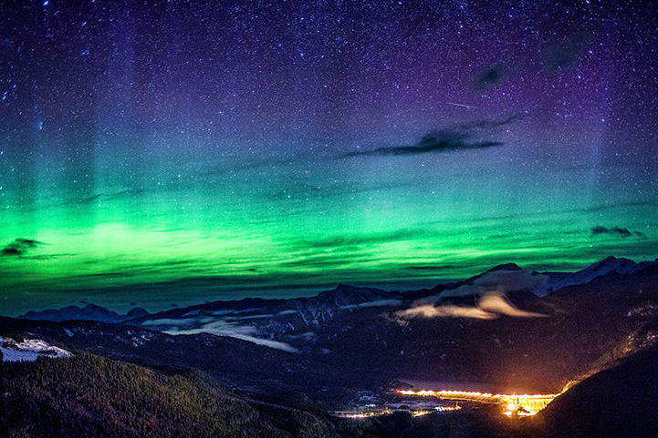 Stunning Northern Lights Glow Over the Rocky Mountains