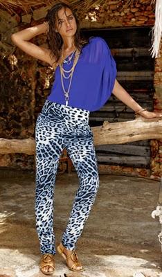 blusa de ombro e calça C&A coleção Cavalli