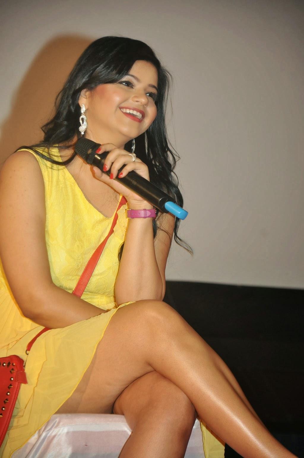Indian saree upskirt no panty - 1 8