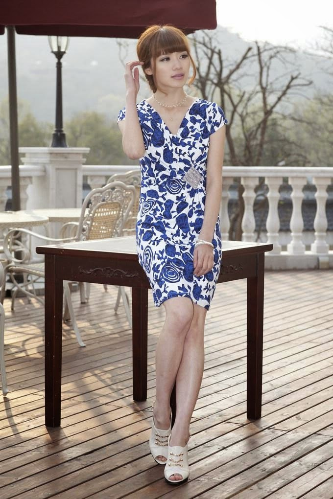 Short Sleeve Side Diamond Buckle Ice Silk Dress