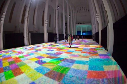 """坂井直樹の""""デザインの深読み"""": クラシックな空間にデジタルアートはよく似合う。カサブランカの聖"""