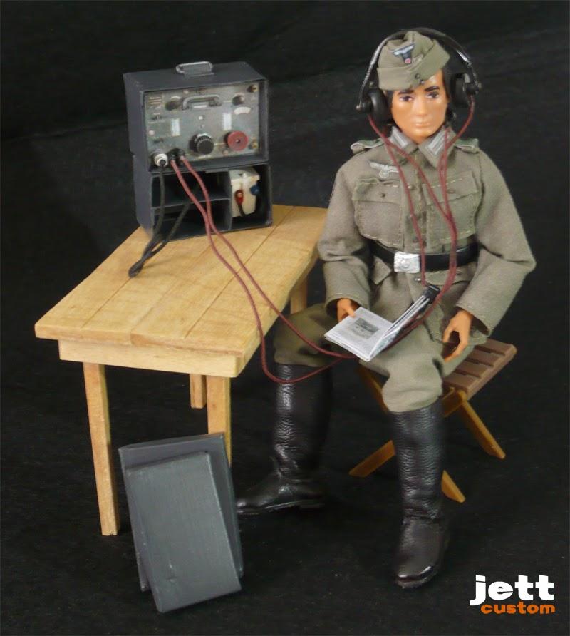 Madelman Wehrmacht Radio repasando el manual