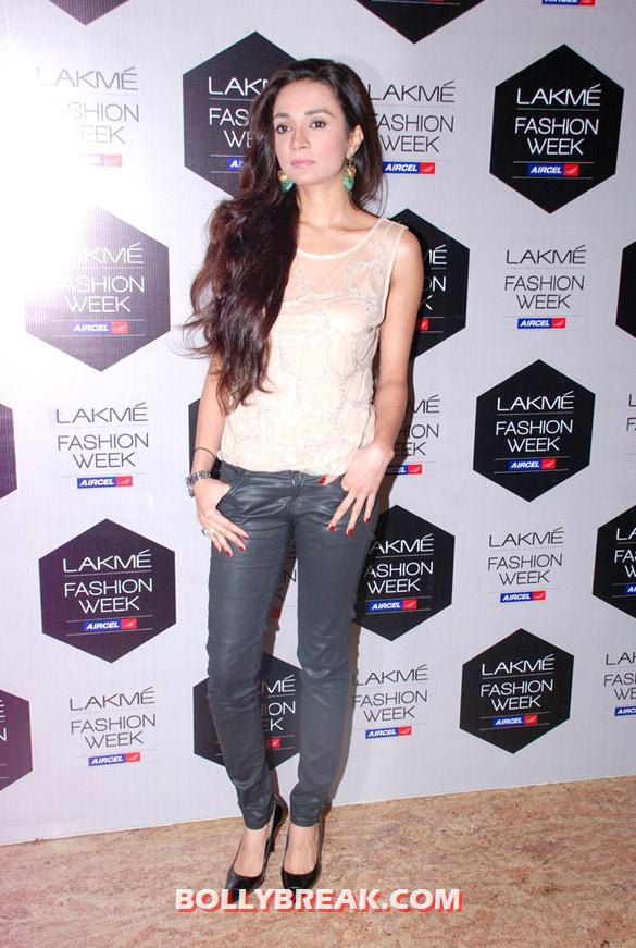 Ira Dubey - Hot Models at Sanchita Ajjampur's show at LFW 2012