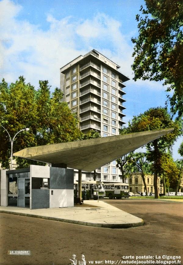Roanne - Gare routière Places des Promenades et Gratte-ciel (Tour Promenades)