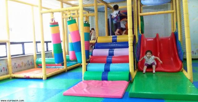Parque infantil en el aeropuerto de Gimpo en Corea del Sur