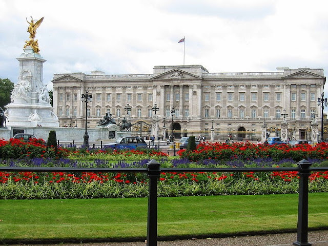 Buckingham Palace - London, UK | Travel London Guide
