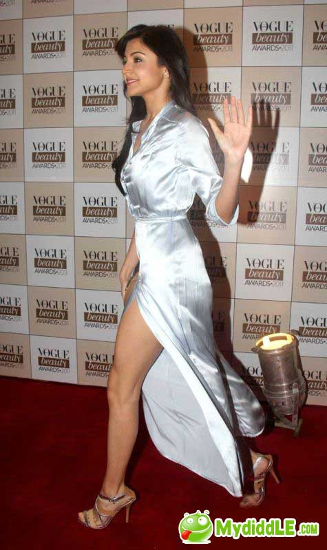Anushka Sharma - Anushka Sharma Hot Dress Pics