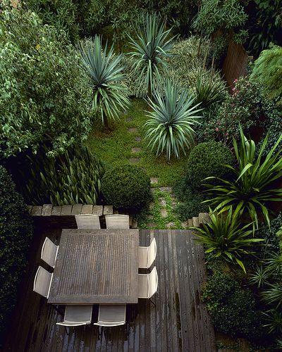 teras rumah minimalis dengan nuansa natural gambar rumah