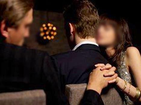 अवैध संबंध !! पत्नी ने पति को जिन्दा जलाया ……