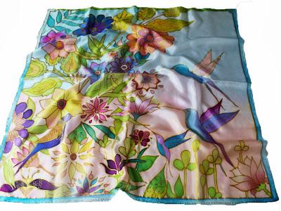 Születésnapi ajándék nőknek: kolibri selyem kendő kézzel festve.