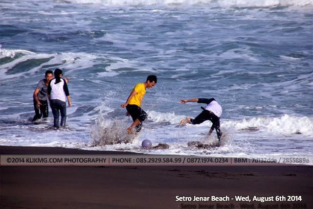 Pantai Setro Jenar, Pantai yang Indah untuk Bercengkerama dengan teman, sahabat dan keluarga. Cocok juga untuk berolah raga. - Foto oleh : Klikmg.com Fotografer Indonesia